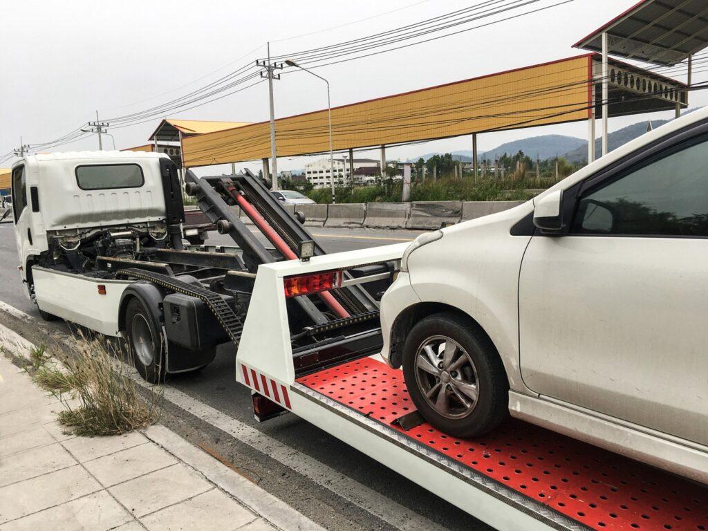 Wybór firmy świadczącej pomoc drogową powinien być przemyślany - tylko w takiej sytuacji możemy uzyskać niezbędną pomoc ze strony profesjonalistów, którzy podchodzą indywidualnie do każdego kierowcy